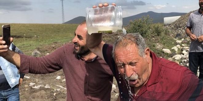 Çocukların Bulduğu Su Köylüyü Sevince Boğdu