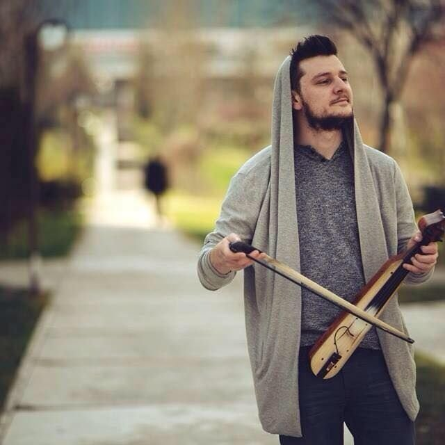 Ekin Uzunlar Kimdir – Kaç Yaşındadır – Albümleri ve Şarkıları
