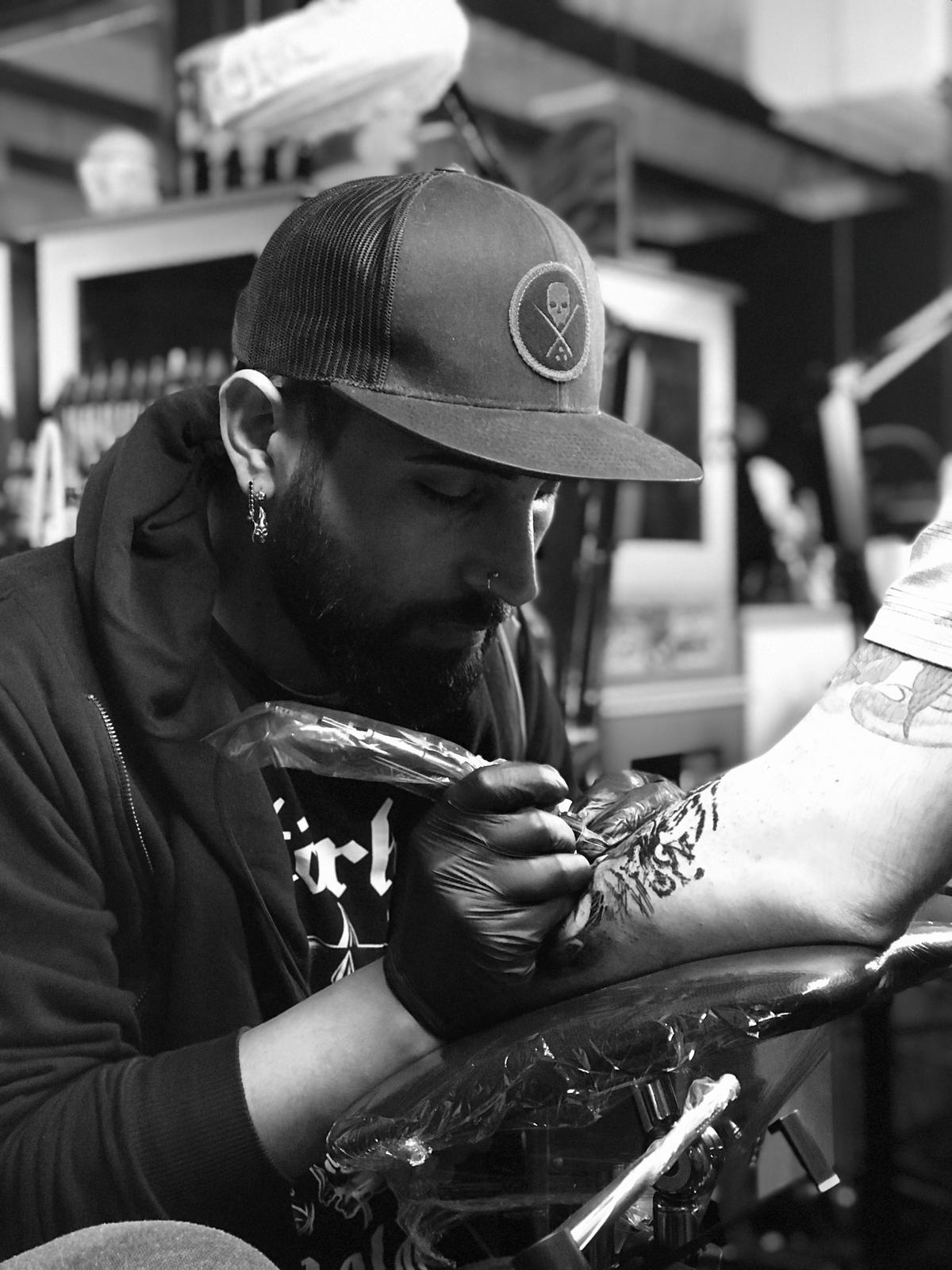 Ünlü Dövme Sanatçısı Atalay Gölge Kimdir?