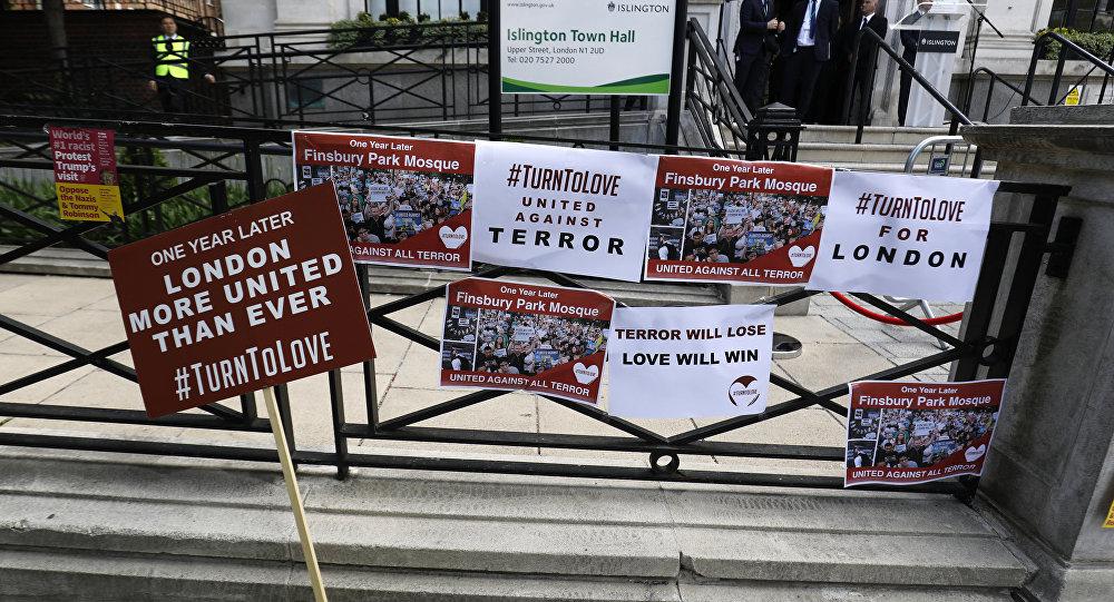 İngiltere'de Müslüman gruba ırkçı saldırı yapıldı