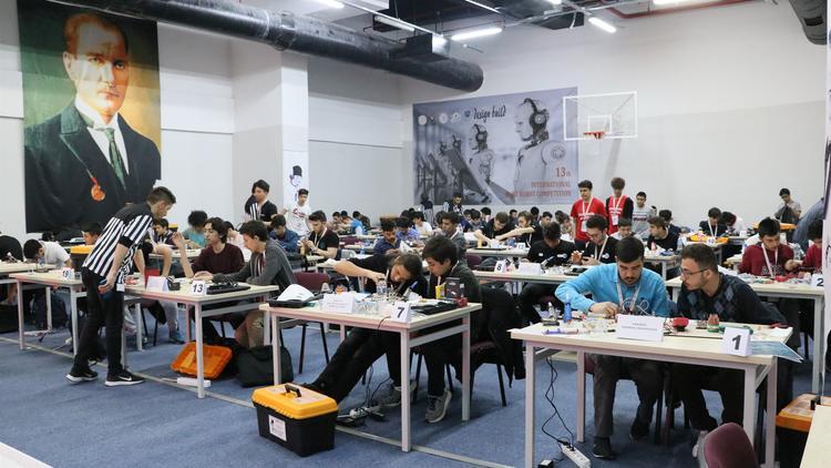 Öğrenciler 8 saatte robot yapıp yarışacak
